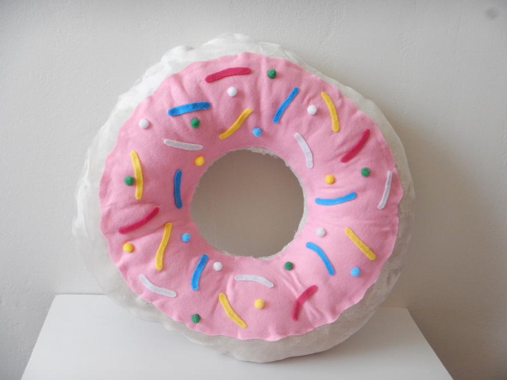 Návod na výrobu polštáře ve tvaru donutu